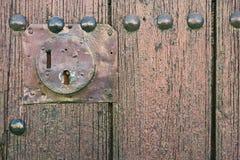 Alte Tür mit Schlüsselloch Lizenzfreie Stockfotografie