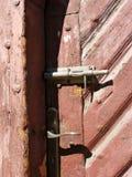 Alte Tür mit Verschluss Stockbilder