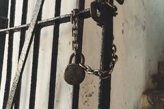 Alte Tür rostig stockfoto