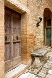 Alte Tür in Toskana Stockfotografie