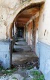 Alte Tür und der Bogen im Gebäude Stockfotos