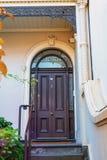 Alte Tür und schöner Bogen und Eingang Lizenzfreie Stockbilder