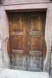 Alte Türen für ausgezeichnete Kleider, Cesky Krumlov, die Tschechische Republik Lizenzfreies Stockfoto