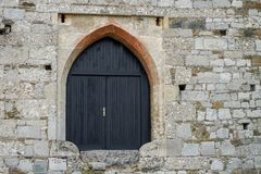 Alte Türen und alte Fenster in der alten Stadt Lizenzfreie Stockfotos