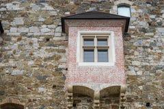 Alte Türen und alte Fenster in der alten Stadt Lizenzfreies Stockbild