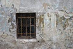 Alte Türen und alte Fenster in der alten Stadt Stockfoto
