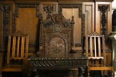 Alte Tabelle und Stühle Stockbild