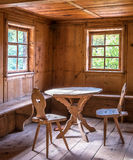 Alte Tabelle und Stuhl Lizenzfreies Stockfoto