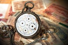 Alte Taschen-Uhr-und Papier-Banknoten Lizenzfreies Stockfoto