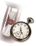 Alte Taschenuhr und Hourglass Stockbilder