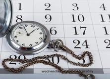 Alte Taschenuhr und -kalender Lizenzfreie Stockfotografie