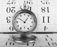 Alte Taschenuhr und -kalender Lizenzfreies Stockfoto