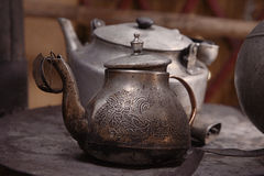 Alte Teekanne und Kessel in einer kyrgyz yurt Küche Lizenzfreie Stockfotografie