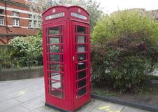 Alte Telefonzelle in London Lizenzfreies Stockbild