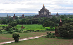 Alte Tempel bei Sonnenuntergang in Bagan, Myanmar Lizenzfreies Stockfoto