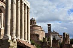 Alte Tempel und Kirchen von Roman Forum Stockfotos