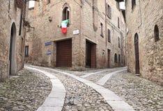 Alte terassenförmig angelegte Häuser auf cobbled Durchgang Stockfotos
