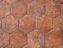 Alte Terrakottabodenfliesen, sechseckig stockfoto
