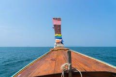 Alte thailändische Art des Bootes im Meer Lizenzfreie Stockfotografie