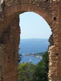 Alte Theater-Ansicht Taormina in Sizilien lizenzfreies stockfoto