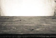 Alte Tischplatte und Hintergrund von einem Rausschmiß Horizontale Abbildung Lizenzfreies Stockfoto