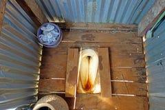 Alte Toilette im Landschaftshaus Stockfotografie