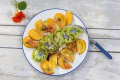 Alte Tomaten Salat von verschiedenen und bunten alten Tomaten Lizenzfreie Stockfotografie