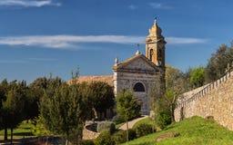 Alte toskanische Kirche lizenzfreie stockbilder