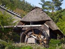 Alte traditionelle japanische Wasser-Mühle Lizenzfreies Stockbild
