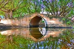 Alte traditionelle thailändische Art-Bogen-Brücke von spätem Ayutthaya-Zeitraum in der historischen Stadt von Ayutthaya, Thailand Lizenzfreies Stockbild