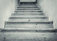 Alte Treppe zum Dachboden Stockbild