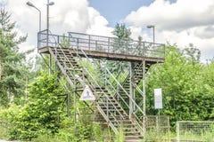 Alte Treppenhäuser über Eisenbahn Lizenzfreies Stockfoto