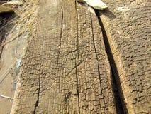 Alte trockene hölzerne Beschaffenheit mit Sprüngen Stockbild