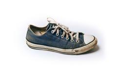 Alte u. schmutzige Schuhe lokalisiert auf weißem Hintergrund Stockbild
