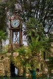 Alte Uhr als Teil des Brunnens lizenzfreies stockbild