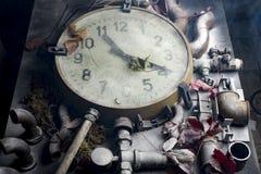 Alte Uhr auf dem Tisch Lizenzfreie Stockfotografie