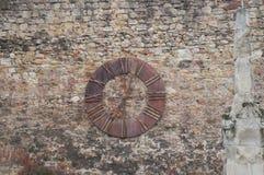 Alte Uhr auf der Wand auf Kaptol in Zagreb Stockbild