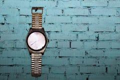 Alte Uhr auf der Wand, Innengegenstand Lizenzfreie Stockfotografie
