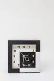 Alte Uhr auf Hintergrund Stockfotografie