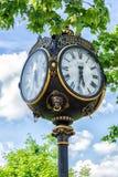 Alte Uhr in Bukarest im Stadtzentrum gelegen Lizenzfreies Stockfoto