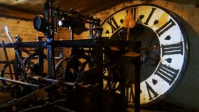 Alte Uhr der Kirche stock video footage