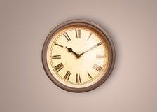 Alte Uhr der Weinlese mit dem Zeigen von preicse Zeit Lizenzfreies Stockfoto