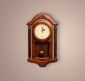 Alte Uhr der Weinlese mit dem Zeigen von preicse Zeit Stockfotografie