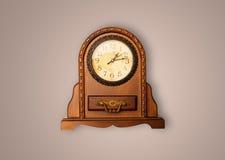 Alte Uhr der Weinlese mit dem Zeigen von preicse Zeit Lizenzfreie Stockbilder