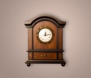 Alte Uhr der Weinlese mit dem Zeigen von preicse Zeit Lizenzfreie Stockfotos