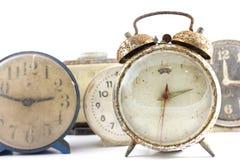 Alte Uhr des Schmutzes im Isolathintergrund Lizenzfreies Stockbild