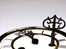 Alte Uhr mit römischen Ziffern und Schlüssel Stockfotografie