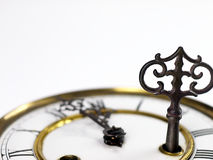 Alte Uhr mit römischen Ziffern und Schlüssel Lizenzfreies Stockfoto