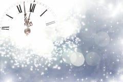Alte Uhr mit Sternen und Schneeflocken Stockfotos