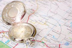 Alte Uhr und Landkarte Lizenzfreie Stockfotos